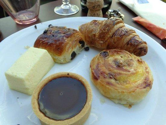 Paris en Scene - Diner croisiere: ? Viennoiseries