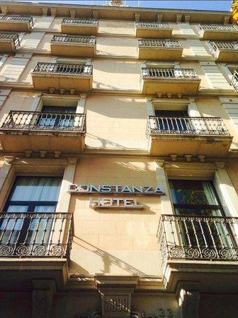 Hotel Constanza Barcelona: Front of the Hotel Constanza