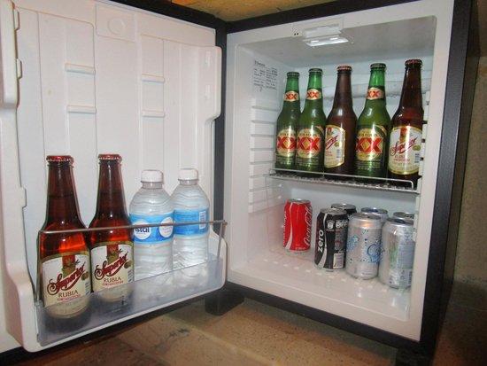 Iberostar Tucan Hotel : Mini fridge mucha cerveza