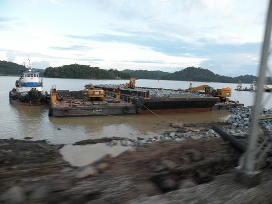 Panama Canal Railway: view of dredging