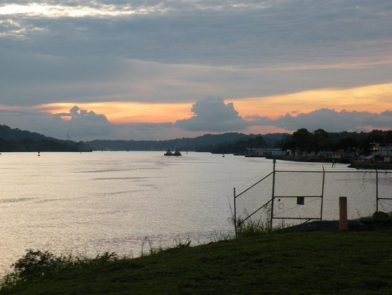 Panama Canal Railway: Sunset over the lake