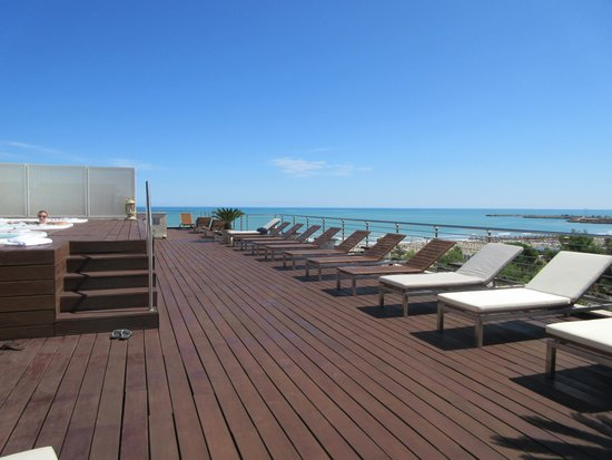 Hotel Cristallo : roof top sundeck and 3 hot tubs