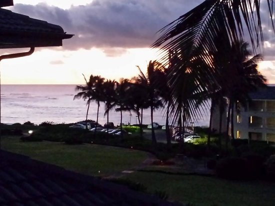 Poipu Sands Condominuims - Poipu Kai by TPC: Sunrise from our Lanai