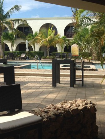 Talk of the Town Hotel & Beach Club: View from Bar to Pool