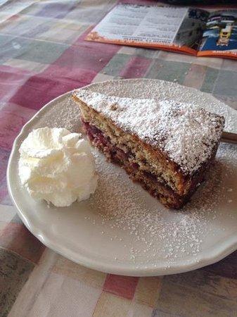 Malga Salanzada: Torta di grano saraceno con marmellata di lamponi
