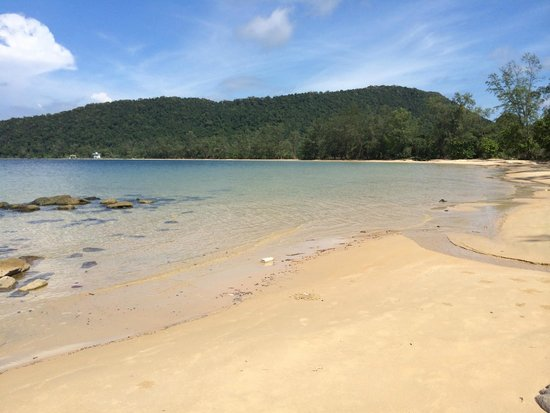 EcoSea Dive Day Trips: Completely empty beach, all the way from the pier in the distance to this point!