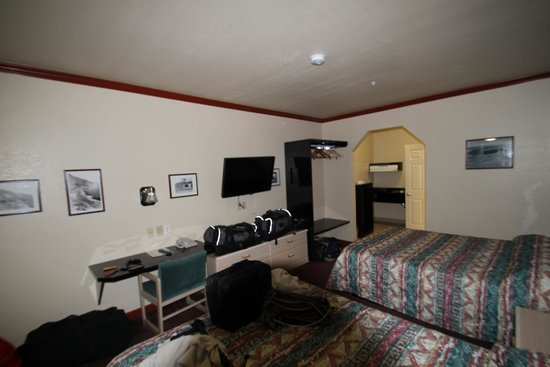 Monarch Motel: Room