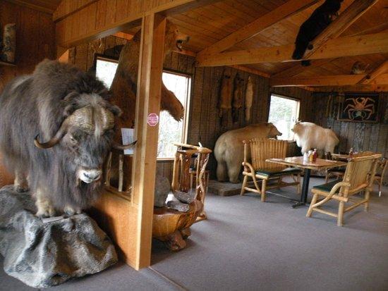 Long Rifle Lodge: Restaurant interior