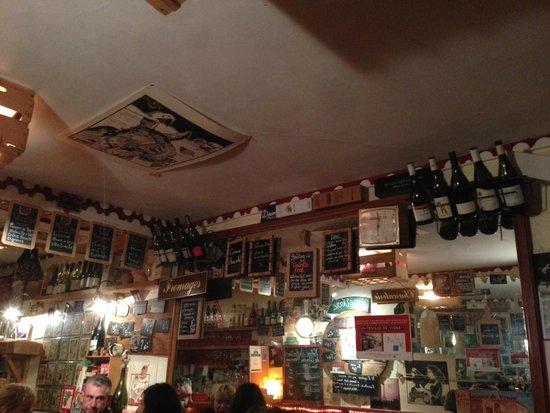 Bacaretto : La salle avec ses ardoises menus