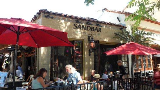 Sandbar Cocina y Tequila: Street-side seating