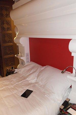 Mira Moon Hotel: Comfortable bed