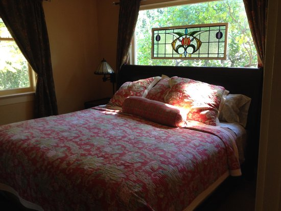 Kangaroo House Bed & Breakfast on Orcas Island: Stellar Jay's Suite - bedroom