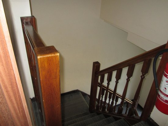 Hotel Le Monte Cristo: staircase stairwell