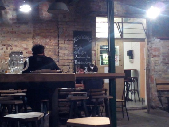 "Eleszto Craft Beer Bar: La partie ""snack"" du bar"