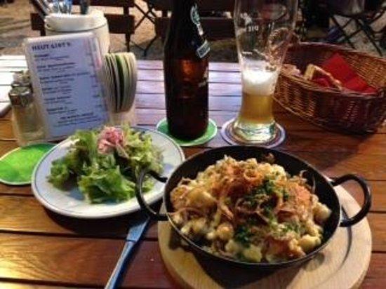 Die Weisse: Cheese dumplings and salad