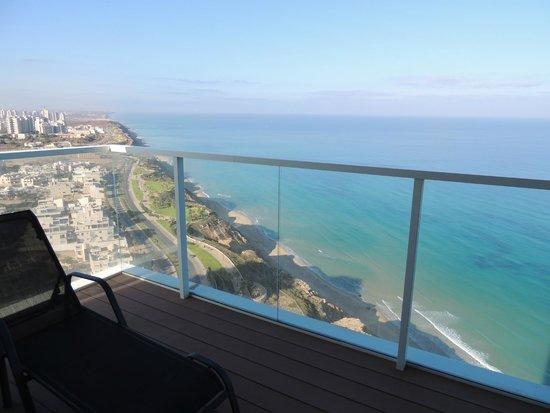 Island Suites Hotel: Vista da sacada do apartamento.