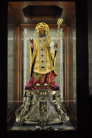 Basilica San Nicola: Св. Николай