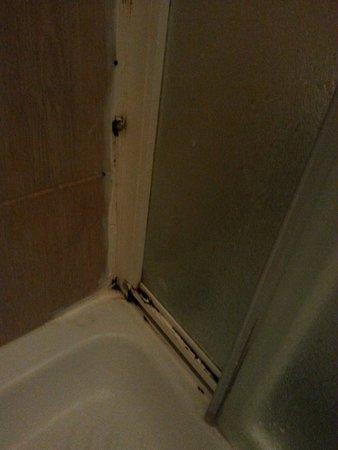 Bed a  San Pietro Roma: Schimmel in de douche