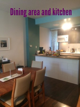 Downtown Home Inn: Dining area and kitchen