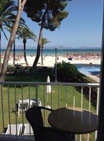 Sunwing Alcudia Beach : Alcudia beach från vår balkong på Las Palmeras (Sunwing).