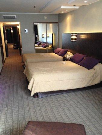 Howard Johnson Plaza Florida Street: Apartamento com duas camas de casal