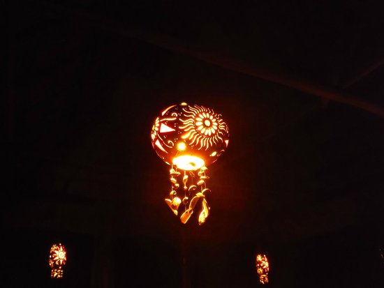 Macaw Bank Jungle Lodge: Hand carved gourd lighting