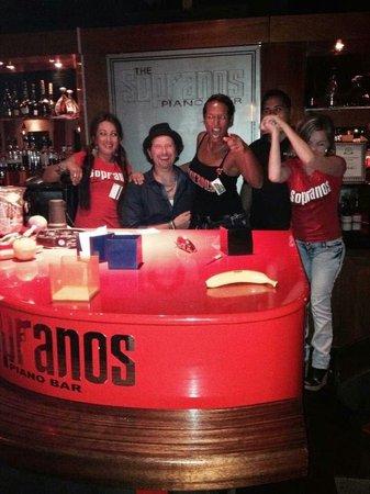 Sopranos Piano Bar: Party time!