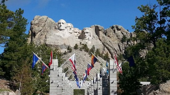 Mt. Rushmore Black Hills Gold Factory Tour: Mount Rushmore with flags in front
