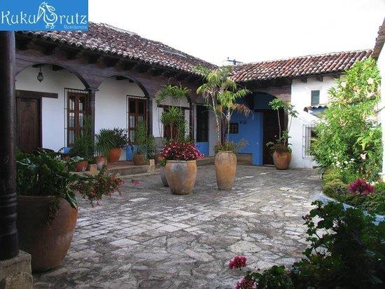 Kukurutz Residencia : patio entrada
