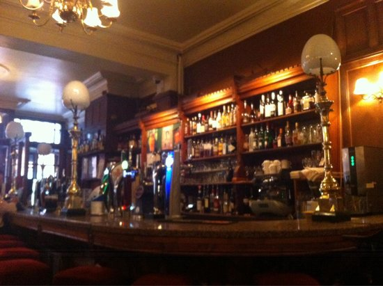 Neary's: The bar