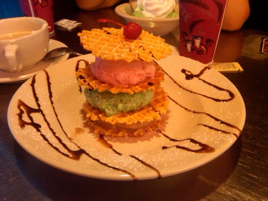 Vaccaro's Italian Pastry Shop: Pizzelle and gelato