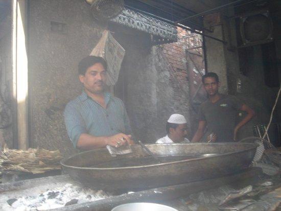 Tunday Kebabi: the cook at work