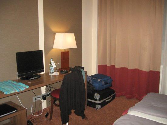 Ivbergs Hotel Berlin Messe: Mesa en la habitación