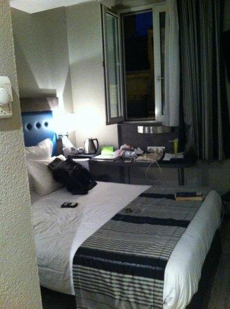 Hotel Carre Vieux Port Marseille : 5th floor room