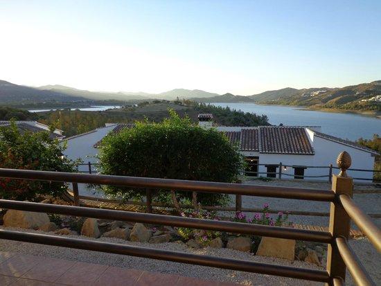 Alojamientos Huetor: Uitzicht vanaf ons terras op het meer