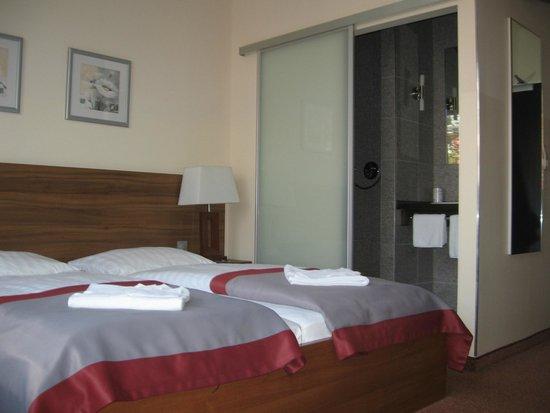 Vista del cuarto de baño - Bild von Ivbergs Hotel Berlin Messe ...