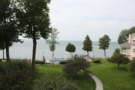 Westwood Shores Waterfront Resort: windy sept. day