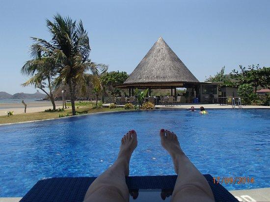 Luwansa Beach Resort: pool and restaurant