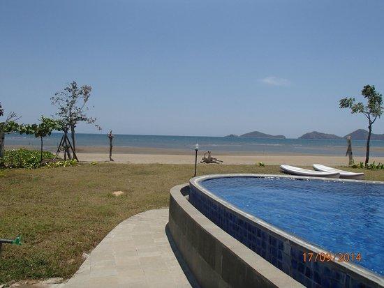 Luwansa Beach Resort: view from pool