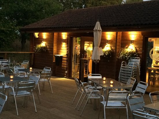 Аундл, UK: The Kingfisher Cafe Barnwell Country Park