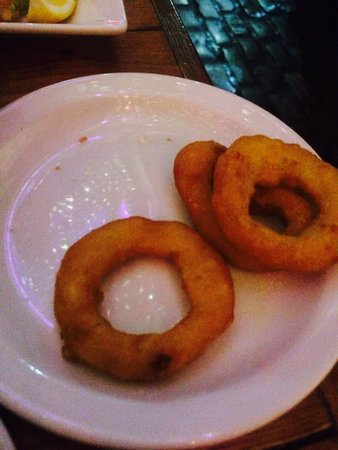 Mercado Tapas: Ordered onion rings for £2.20. Got these. Think they must have got a massive bag from Iceland fo