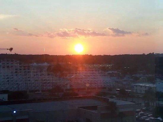 أوشنز ون ريزورت: Sunset in spare bedroom