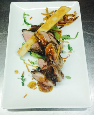 Memories Fine Dining: Duck breast drizzled with tea herb dressing