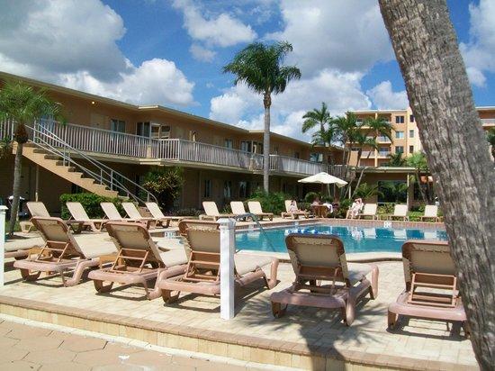 Treasure Island Ocean Club: pool area