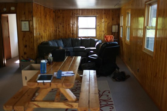 Timber Wolf Lodge: Living room and dining room