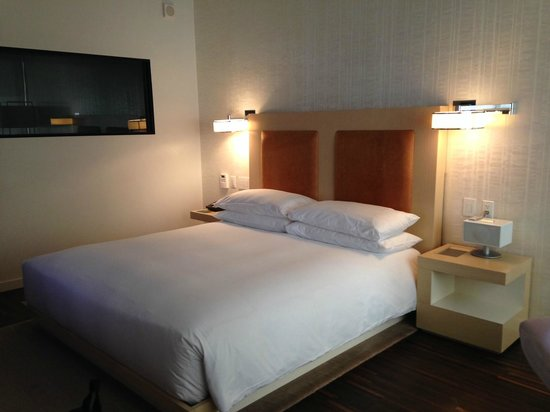 Andaz Wall Street: Standard room/bed