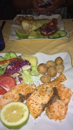 Grill Costa Mar : Lovely grilled salmon