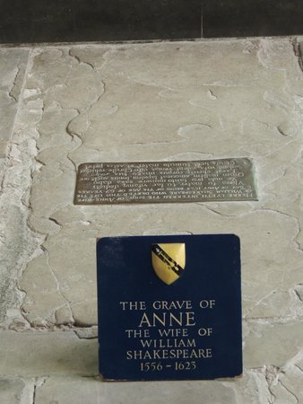Holy Trinity Church: Anne Hathaway's grave