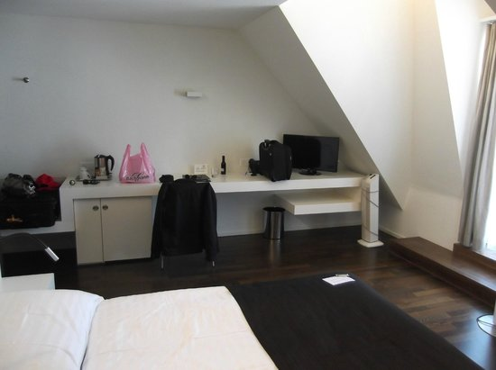 Hotel Waldstätterhof: Desk