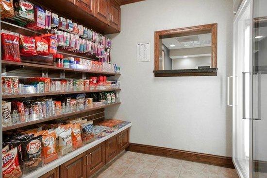 Homewood Suites by Hilton Dallas-Arlington: Suite Shop